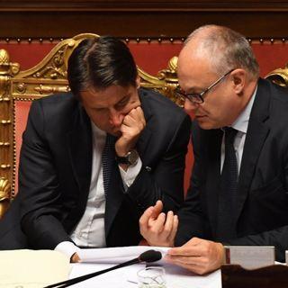 Per il ministro dell'Economia non c'è alcun 'rischio Italia' e il Governo cancella l'Iva sui Dpi