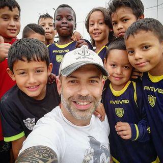Ep.132 - La storia di Simone Piccini, del suo giro del mondo e dei ragazzi della Comuna 13 di Medellin!!!