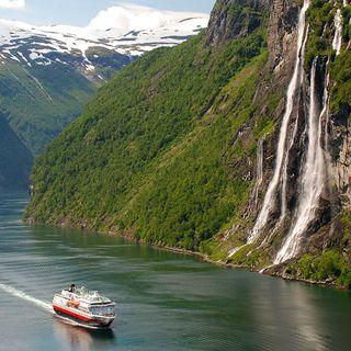 Hurtigrutten is coming!
