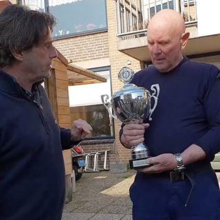 Sterkste man van Amsterdam-Noord 'Kameraad Joop' geeft  Hoop en red kat van 'Zelfmoord-echtpaar'.