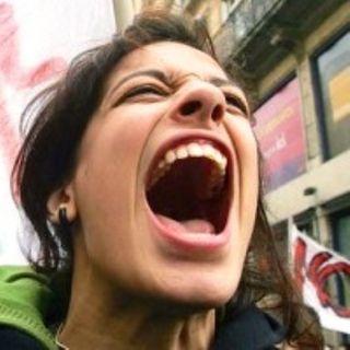 Femministe pro aborto danno fuoco alla cattedrale di Città del Messico