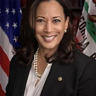 "Dear Sista's, Kamala Harris Is NOT A Win 4 Us Either. Wake Up!""😒🔥"