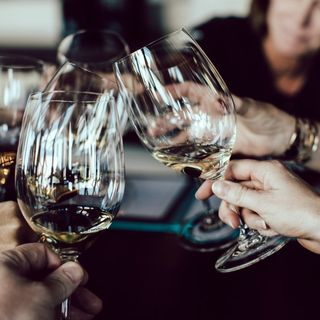 'Hvor vi spiser': Sommelier Henrik Levinsen fortæller om vin og rus under den gode middag