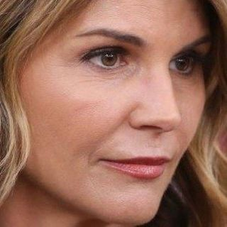 LORI LOUGHLIN COULD FACE PRISON TIME: Sanders to release tax records #MAGAFirstNews with @PeterBoykin