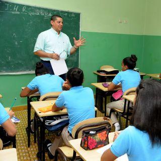 """""""Los docentes que tenemos son productos del sistema"""", conversamos con el profesor Juan Valdez. (3/3)"""