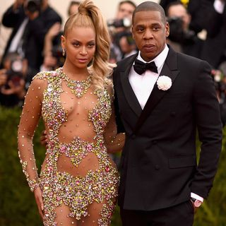 Pregnant Kylie, Jay Z and Beyonce Buy Houses & Walmart Food Delivery Service