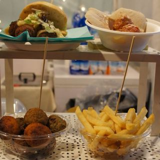 """Altopiano, commercianti contro i Comuni: """"Troppi eventi con mercatini e street food"""""""