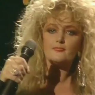 Bonnie Tyler TOTAL ECLIPSE OF THE HEART - LIVE -