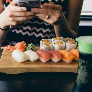 'Hvor vi spiser': Sociolog Anette Prehn taler om nærvær, og hvordan vi ofte mentalt er et andet sted under måltidet