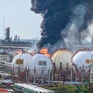Se registra explosión dentro de la refinería de Pemex en Veracruz