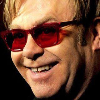 """ELTON JOHN: agli OSCAR 2020, ha vinto la """"statuetta"""" come miglior canzone originale in Rocketman; ricordiamo poi una sua hit del 1971…"""