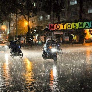 CULTURA BIKER: 7 CLAVES PARA CONDUCIR MOTO CUANDO LLUEVE!! #Seguridad