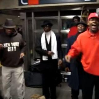 Cantano a cappella nella metropolitana ma meriterebbero uno stadio come i grandi della musica