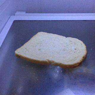 #Bruxelles Mais qui met du pain dans le frigo_