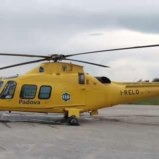 Operaio in condizioni critiche dopo essere stato colpito da una trave in un cantiere