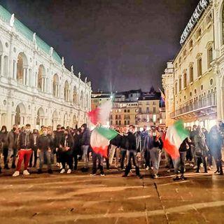Proteste in piazza dei Signori a Vicenza contro il Dpcm anti-covid