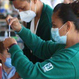 Arranca vacunación para más de 50 mil maestros en Morelos