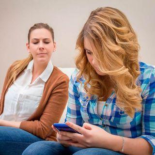 La importancia de revisar el celular a los hijos adolescentes