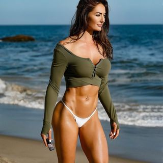 Personal Trainer and Fitness Model shares her story and fitness tips and dangers of social media