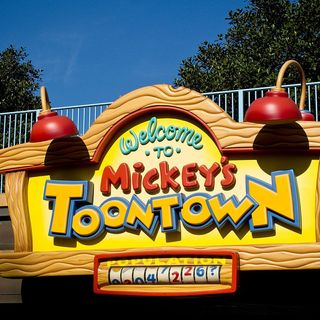 S1 Ep.10 : Season Finale : Big Time Characters and Mickey's Toontown (Part Parks Edition)