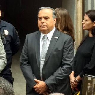 Raymundo Collins interpone amparo contra orden de aprehensión