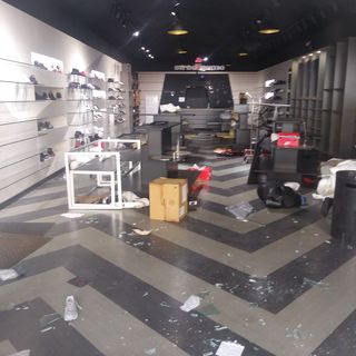 BLACK FOLKS LOOTING & DESTROYING BUSINESSES: WHO DID THEY MVRDER??