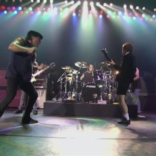 AC-DC - Shoot to Thrill (Live at the Circus Krone, Munich, Germany June 17, 2003)
