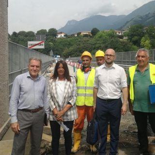 Cantiere sul Ponte dei Granatieri: movieri al posto del semaforo per limitare i disagi