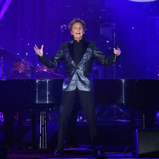 "Barry Manilow: ""My Dream Duets,"" what song is his absolute favorite to perform and more!"