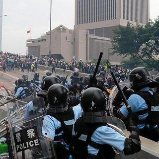 Miles de manifestantes toman Hong Kong, que pospone la lectura de la polémica ley de extradición