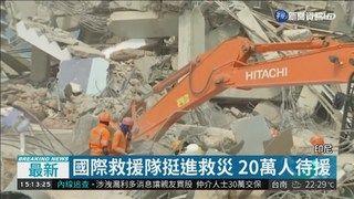 15:42 印尼海嘯傷亡上修 逾1400人死亡 ( 2018-10-04 )