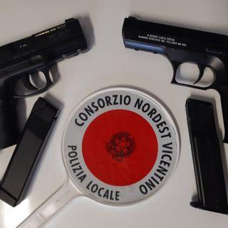 Minorenni sparano pallini ai passanti con la pistola da softair senza tappo: denunciati