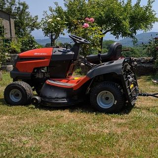 how Lawn Tractor helping landscaping Work