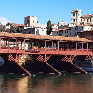 Ponte degli Alpini in fase di pavimentazione. Illuminzione donata dall'Ana