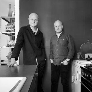 Episode 30 - Rasmus Hylleberg (chefredaktør hos K-News). Bonusgæst: Henrik Stevnsborg (professor i politiret)