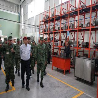 Amlo recorre instalaciones de la industria militar