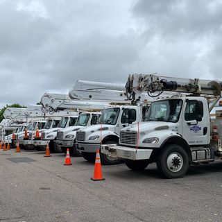Out of state power crews descend on RI and MA