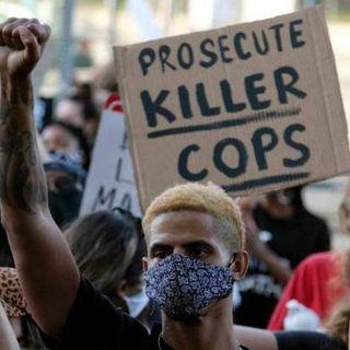 Usa, esplode la rabbia per la morte di George Floyd: a Minneapolis devastato il commissariato