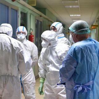 Coronavirus, in Sardegna 21 positivi dopo i tamponi al Phi Beach. La Protezione Civile aiuta i turisti
