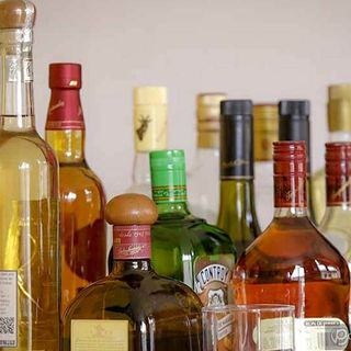 Alcohol adulterado: Consecuencias de consumirlo y cómo identificarlo