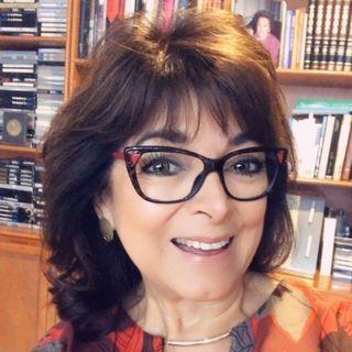 """Martha Sánchez Navarro con el tema: """"El servicio: el que no vive para servir, no sirve para vivir""""."""
