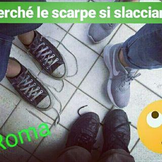 #roma Mani invisibili sui lacci delle scarpe