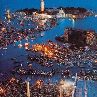 A 31 anni dal concerto dei Pink Floyd a Venezia, si torna a parlare di concerti sull'acqua, con protagonista Zucchero. Andiamo poi al 1989.