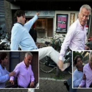 Steven Brown mishandelt Peter R. de Vries zwaar met een slipper schop voor zijn Hol