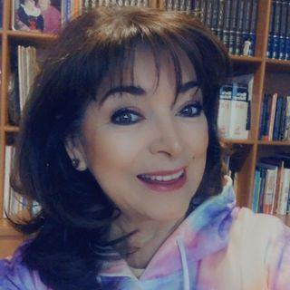 """La Psicóloga y Maestra en metafísica, Martha Sánchez Navarro te dice: """"No Juzgues""""."""