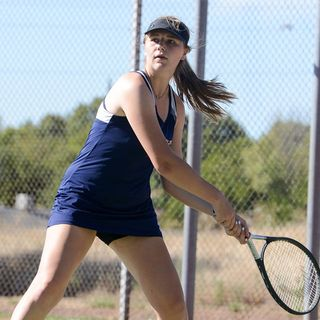 Katy Cotter continues to lead for Las Plumas tennis team
