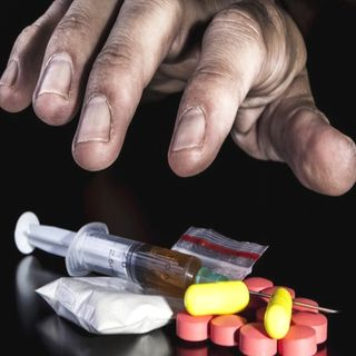 Gobierno presenta campaña vs adicciones