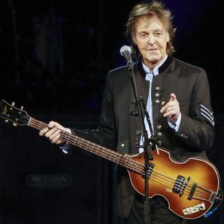 Parliamo di Paul McCartney, e del suo racconto sulla prima volta che i Beatles hanno fumato marijuana.