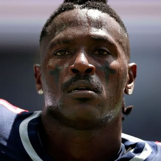 Antonio Brown Makes Black Men Look Terrible!