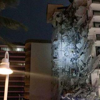 Crolla una palazzina di 12 piani a Miami, almeno un morto. Nove persone estratte vive dalla macerie